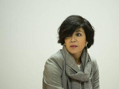 Pilar de Lara durante una conferencia en la sede de una ONG en Santiago en abril de 2017.