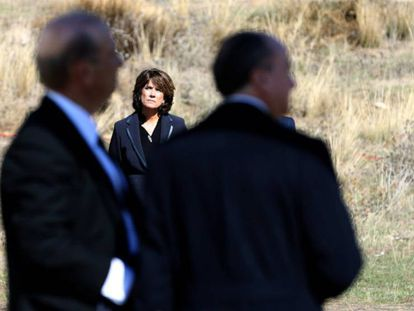 Dolores Delgado, junto a Francis Franco y el abogado de la familia, Utrera Molina.