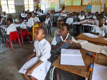 Una clase de la escuela primaria Nkomo, en Mnqobokazi (Sudáfrica).