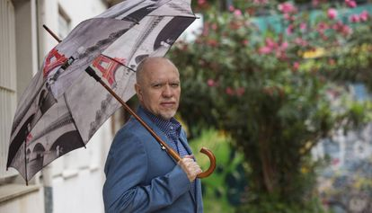 El escritor y periodista argentino, Jorge Fernández Díaz, en el barrio de Palermo de la Ciudad de Buenos Aires.