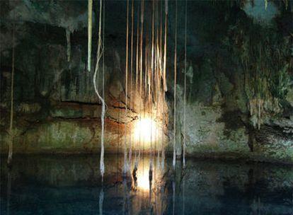 Interior de una cueva que los arqueólogos mexicanos creen que conducía a Xibalbá, el inframundo maya.