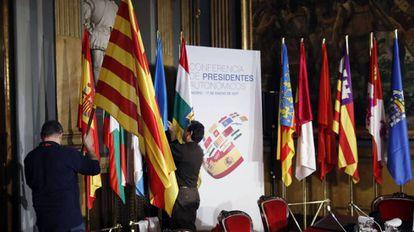 Preparativos para la última Conferencia de Presidentes Autonómicos celebrada en Madrid el 17 de enero de 2017.