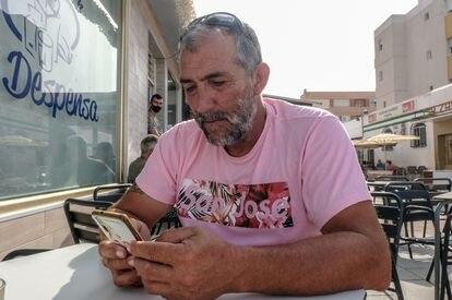El pescador Francisco Castro, en Tarifa.