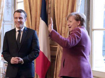 El presidente francés busca el apoyo de la canciller a sus planes tras los meses sin gobierno en Alemania