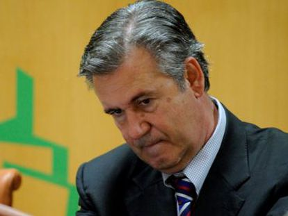 El exconsejero de Industria, Bernabé Unda, este lunes en el Parlamento vasco.