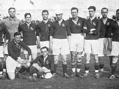 El equipo que perdió contra Bélgica. Arriba: Belauste (capitán, no jugó), Acedo, Zamora, Artola, Patricio, Pichichi, Arrate, Eguiazábal, Vázquez, Sancho y Paco Bru, entrenador. Abajo, Lemmel (masajista), Vallana y Pagaza.