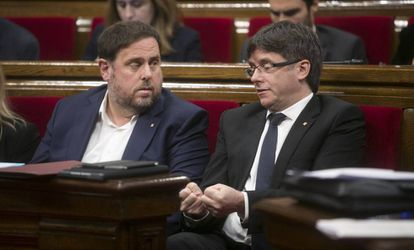 Junqueras y Puigdemont hoy en el Parlament.