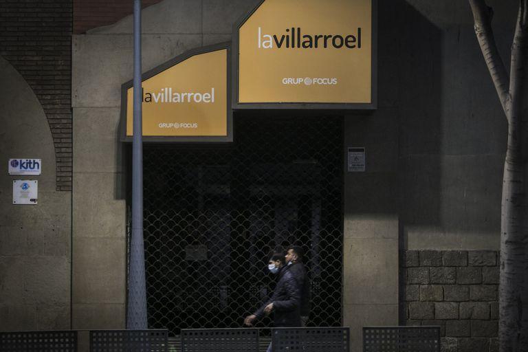 La Sala Villarroel cerrada a causa de la epidemia del coronavirus.