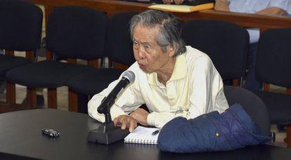 El expresidente peruano Fujimori, en una imagen de archivo, comparece ante el juez por el caso de una matanza de campesinos en 1992.