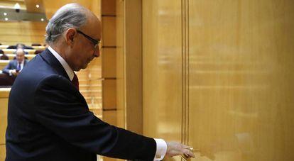 El ministro de Hacienda, Cristóbal Montoro, durante la sesión de control al Gobierno en el Senado.