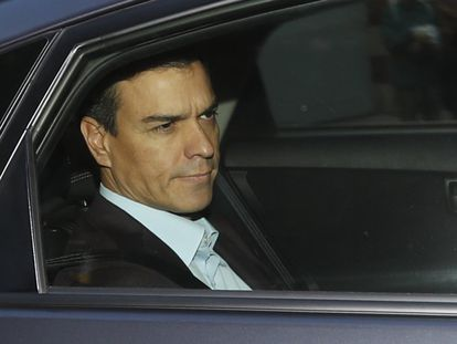 Pedro Sánchez entra en coche momentos antes de iniciarse el comité federal.