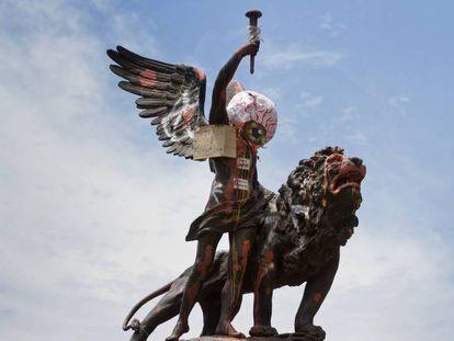 Monumento en la Plaza Italia, donación de la comunidad italiana en Chile, con motivo del primer centenario de la independencia de ese país.