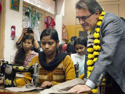 """Artur Mas, durante su visita al proyecto humanitario """"streets of India."""