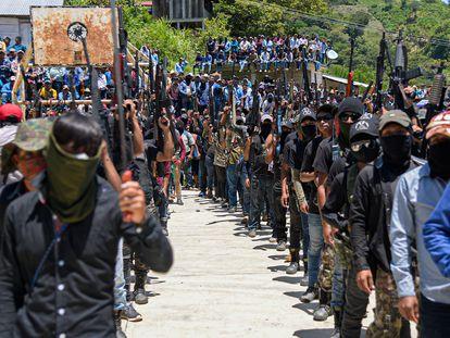 """El grupo de Autodefensas """"Los Machetes"""" durante su presentación ante 86 comunidades en el municipio de Pantelho, en julio de 2021."""
