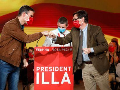 El presidente del Gobierno y secretario general del PSOE, Pedro Sánchez, ha acompañado al candidato del PSC, Salvador Illa, en el acto de cierre de campaña del partido.