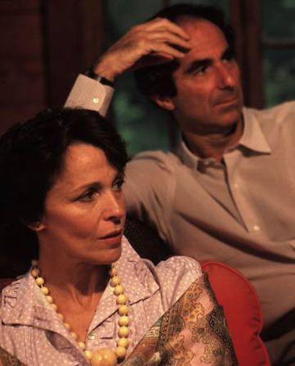 La actriz Claire Bloom y el escritor Philip Roth, en la casa de Connecticut en 1983.