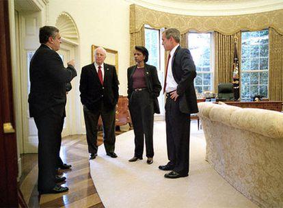 El director de la CIA, Georges Tenet; el vicepresidente Cheney, Condoleezza Rice y Georges W. Bush (de izquierda a derecha), en octubre de 2001.