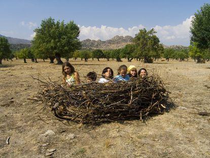 Uno de los talleres de la artista Lucía Loren en el que invitaba a crear un nido con lo que encontraran en la naturaleza