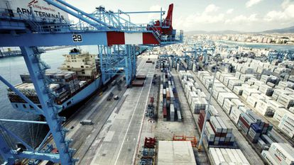 Terminal de carga en el puerto de Algeciras.