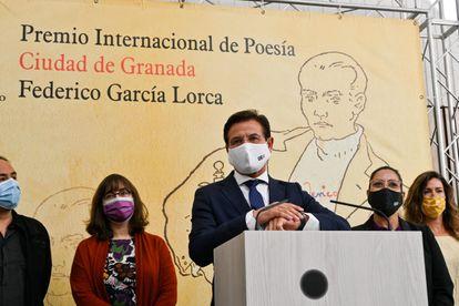 El alcalde de Granada, Luis Salvador, durante el fallo del Premio Internacional de Poesía Ciudad de Granada Federico García Lorca este año.