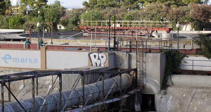 Instalaciones de la depuradora de Pinedo que gestionaba la extinta y saqueada Emarsa.