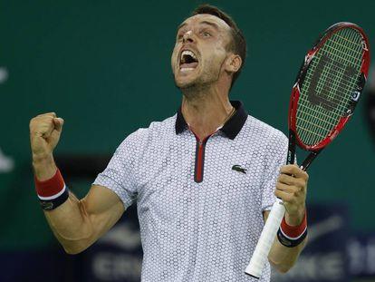Bautista celebra la victoria ante Djokovic.