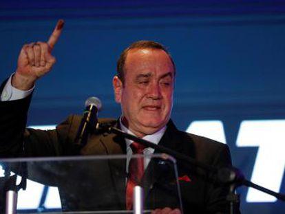 El exfuncionario de prisiones derrotó a Sandra Torres en unos comicios en los que solo votó el 42% de la población
