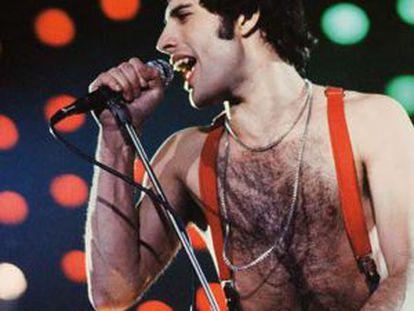 Freddie Mercury, en una de las fotos del libro.