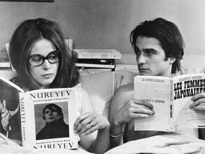 """""""As mulheres escrevem de maneira diferente aos homens. Temos muita conversa doméstica e pessoal. As mulheres se sentem confortáveis falando do pessoal, ao contrário dos homens. As mulheres sempre compraram livros escritos por homens, e se deram conta de que não eram livros sobre elas. Mas continuaram a fazê-lo com grande interesse, porque era como ler sobre um país estrangeiro. Os homens nunca devolveram a gentileza."""" São palavras da pacifista e escritora nova-iorquina Grace Paley (1922-2007). Para devolver a gentileza, talvez devêssemos começar por estes 19 títulos..."""