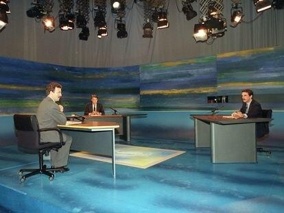 El primer debate político televisado de España, en 1993 en Antena 3, entre Felipe González, entonces presidente del Gobierno, y José María Aznar, candidato del PP. El moderador fue Manuel Campo Vidal.