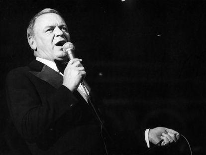 Frank Sinatra interpreta 'My Way' en un concierto en Israel, en 1976.