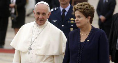 Francisco y Dilma Rousseff, tras la llegada del primero a Río el 22 de julio.