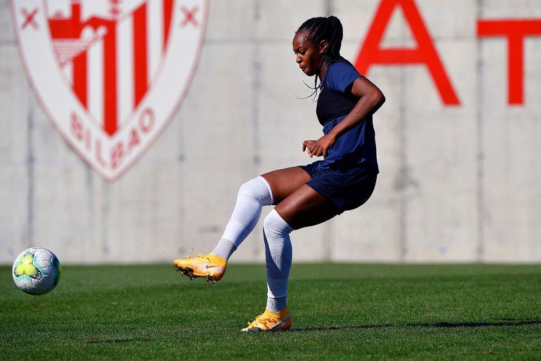 Marie Antoinette Katoto, en un entrenamiento del PSG en las instalaciones del Athletic.