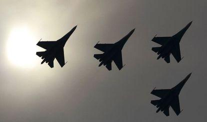 Aviones de combate Sukhoi Su-27 durante una exhibición cerca de Moscú.