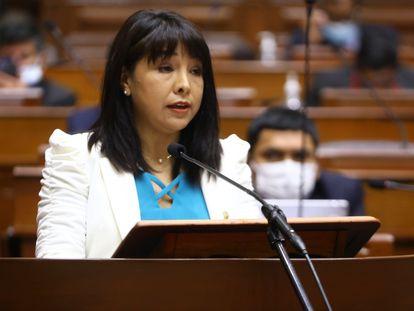 La primera ministra, Mirtha Vásquez, durante su presentación ante el pleno del Congreso, este lunes.