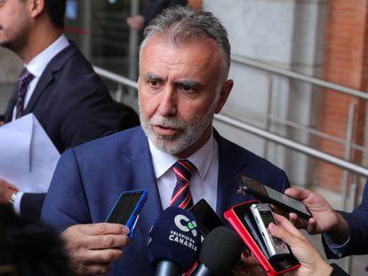El presidente de Canarias, Ángel Víctor Torres ofrece declaraciones a los medios de comunicación en octubre de 2019.