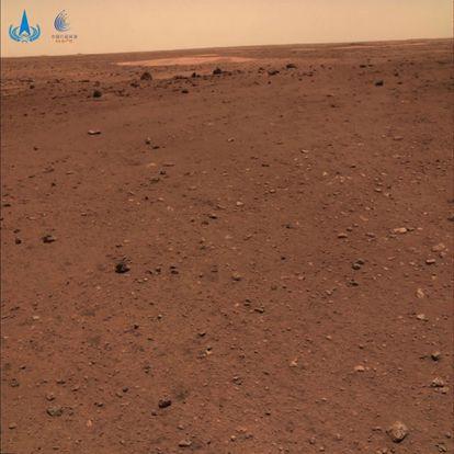 Superficie de Marte fotografiada por el robot explorador 'Zhurong'.