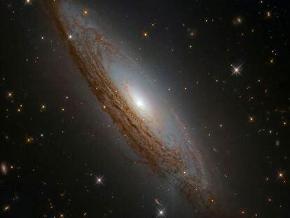 Galaxia espiral ESO 021-G004, ubicada a poco menos de 130 millones de años luz de distancia.