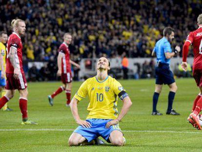 Ibrahimovic, en un instante del partido ante Dinamarca.