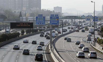Tráfico en la M-30 de Madrid en día de Nochebuena.