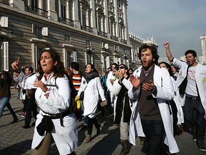 Las protestas se intensificaron en 2012. Los profesionales de la Sanidad Pública clamaron en las calles de Madrid contra las políticas privatizadoras.