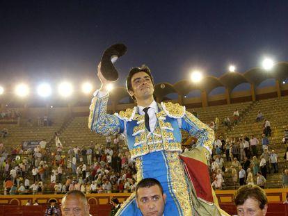 Miguel Ángel Perera, a hombros en la plaza de Algeciras, el 23 de junio de 2017.