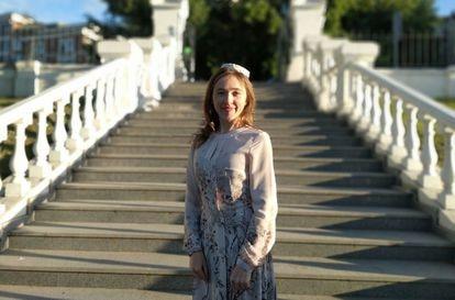 Gulfia Gabdullajan, maestra de tártaro, en un parque de Kazán. / M. R. S.
