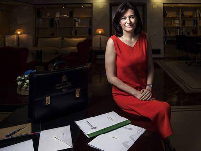 FOTO: Carmen Montón en su despacho en el ministerio. / VÍDEO: Comparecencia de Montón tras recoger la cartera de ministra.