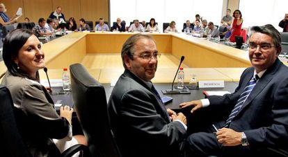 Imagen de una Mesa general de la Función Pública de 2012 con el entonces consejero de Hacienda, José Manuel Vela, a la derecha.