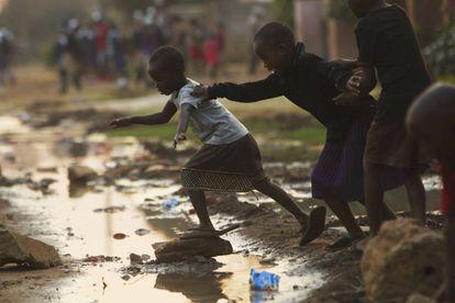 Las aguas residuales fluyen libremente en Harare y representan un desafío mortal para el presidente recientemente electo Emmerson Mnangagwa, quien prometió al país un nuevo amanecer.