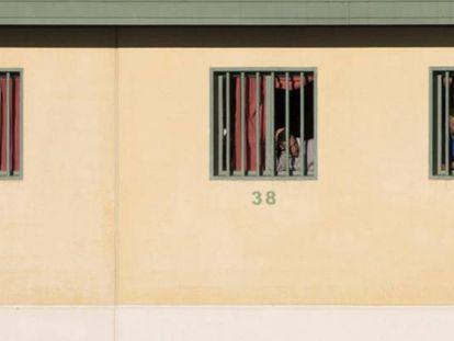 Varios inmigrantes en el Centro Penitenciario Malaga II, ubicado en Archidona.