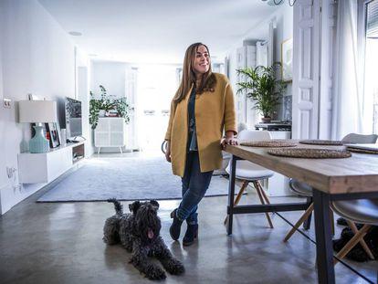 La enfermera y bloguera Rosa Ardá, creadora del blog Velocidad Cuchara, en su casa de Madrid.