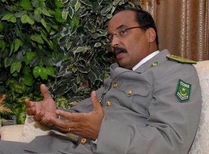 El líder de la Junta Militar, el general Mohamed Ould Abdel Aziz, durante su mensaje de ayer a los medios de comunicación.