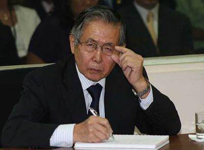 El ex presidente peruano, Alberto Fujimori, es declarado culpable por un tribunal penal en Lima por su responsabilidad en dos matanzas durante su mandato